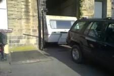 Wohnwagen steckt fest