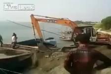Den Bagger aufs Boot laden