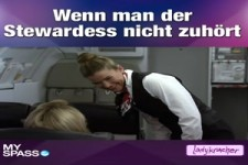 Stewardess mit Durchsetzungsvermögen