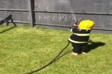 er wird mal ein guter Feuerwehrmann