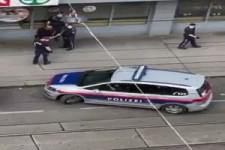 Polizei beim gekonnten einparken. hihihi