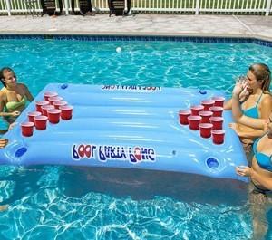 Aufblasbare Schwimmende Bier Pong!