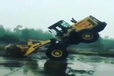 Er hat sein Fahrzeug im Griff