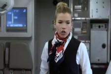 Lustige Flugbegleiterin