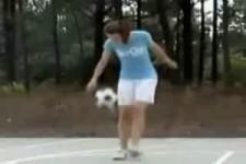 Sie kann mit dem Ball umgehen