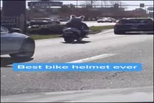 Lustiger Motorradhelm