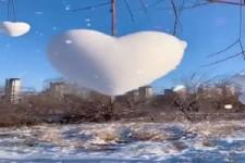 Schöne Herzschneebälle