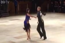 Beim Tanzen das Kleid wechseln