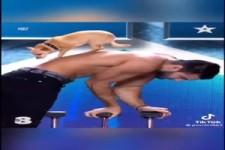 Akrobat mit Hund